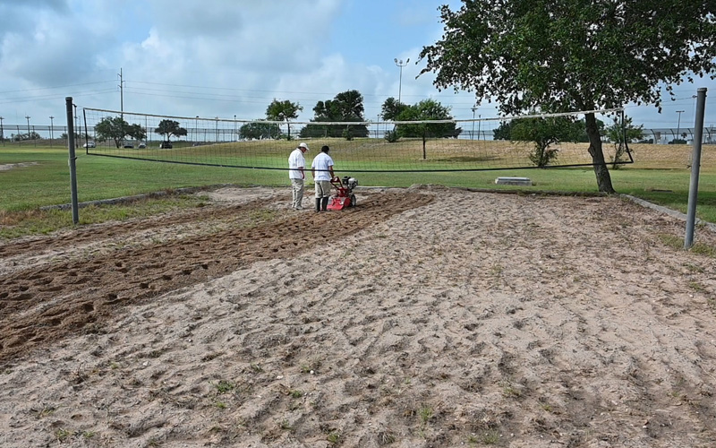 Photo: Youth receives lessons on managing the volleyball court
